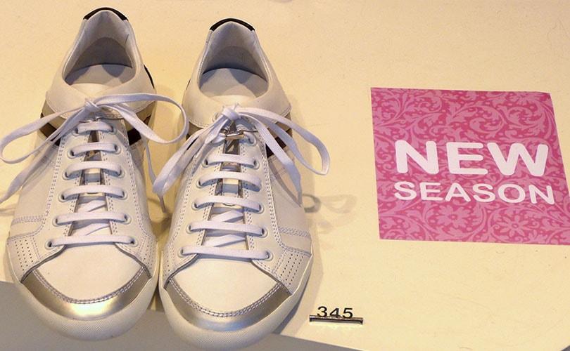 Adilette und Co.: Adidas und Nike verärgern Fachhändler