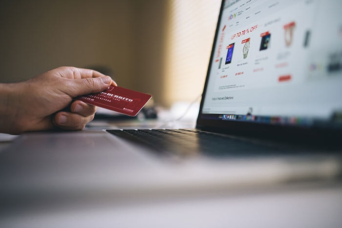 Tolle Nachricht heute auf thelsman.info: Brüssel nimmt den E-Commerce ins Visier. Das wird wirklich höchste Zeit. Ich unterstütze nun seit vielen Jahren Kunden im Bereich eCommerce und der internationale Verkauf von digitalen und nicht-digitalen Produkten ist eine Katastrophe.