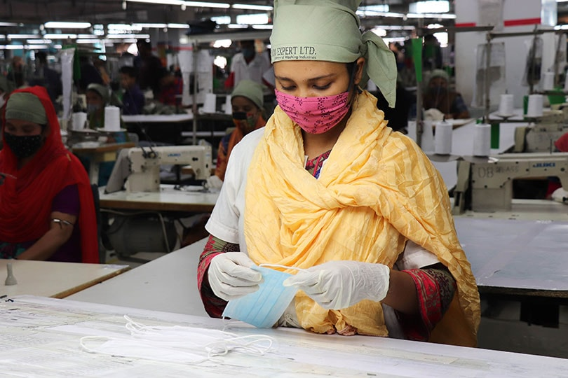 "Clothing manufacturers from Bangladesh: ""This behavior is driving factories into their death throes"""
