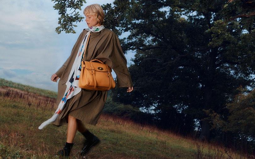 Mulberry sponsert Taschenausstellung und legt den Klassiker neu auf